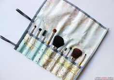 DIY Makeup Brush Bag - FREE Sewing Pattern and Tutorial. I should sew this for crochet hooks instead, because I don't use makeup. Diy Makeup Organizer, Diy Makeup Kit, Makeup Brush Roll, Makeup Organization, Easy Makeup, Sewing Patterns Free, Free Sewing, Sewing Tutorials, Sewing Projects