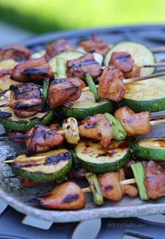 Grilled Chicken and Zucchini Yakitori - lean chicken thighs and scallions threaded on skewers with yakitori sauce - yum! *Use up all my Zucchini* Healthy Cooking, Healthy Eating, Healthy Recipes, Easy Recipes, Vegetarian Recipes, Grilling Recipes, Cooking Recipes, Cooking Ham, Cooking Rice