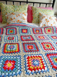 Big granny square blanket (no pattern) Crochet Diy, Manta Crochet, Love Crochet, Beautiful Crochet, Crochet Crafts, Crochet Projects, Crochet Squares, Crochet Granny, Crochet Blanket Patterns