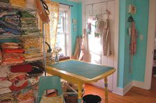Mama's creative space: what a dream! A nice cutting space -