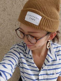 ニット帽をかぶる時の小顔ルール!揺れるピアスや、伊達眼鏡で - mamagirl | ママガール Winter Hats, Fashion, Moda, Fashion Styles, Fashion Illustrations