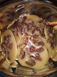 93776995_2665942480396191_3158836738403598336_n Pecan Recipes, Candy Recipes, Crockpot Recipes, Sweet Recipes, Dessert Recipes, Cooking Recipes, Easy Desserts, Praline Candy, Tasty