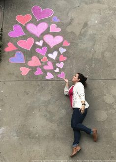 Valentine's Day. Resource by – – beautiful chalk art , drawings ideas , chalk activities , chalk games , designs Sidewalk Chalk Paint, Sidewalk Art, Sidewalk Chalk Pictures, Sidewalk Ideas, Chalk Photography, Creative Photography, Chalk Photos, Art For Kids, Crafts For Kids