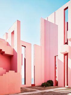 Ricardo Bofill. La Muralla Roja.    Calpe. Spain. Photo Gregori Civera