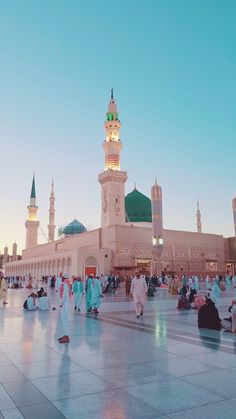 remember everybody is in your in your prayers. Islamic Images, Islamic Pictures, Islamic Art, Mecca Madinah, Mecca Masjid, Mecca Wallpaper, Islamic Wallpaper, Alhamdulillah, Masjid Haram