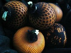 Pantyhose Pumpkins - How neat & easy - everyone has a pair of pantyhose lying around!