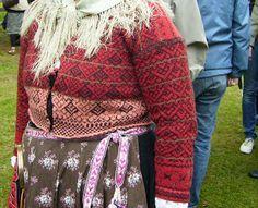 Marias stickning och läsning: Tröjor i Delsbo. På bilden: Stickad tröja från Järvsö, Hälsingland.
