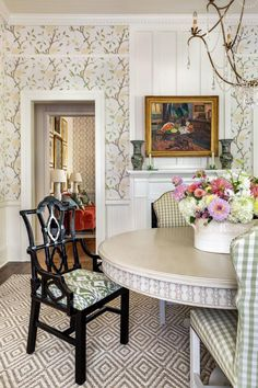 Tour a Family Home With Maximalist Southern Style | HGTV Southern Style Homes, Southern Cottage, Southern Comfort, Southern Charm, South Carolina Homes, Charleston Homes, Bentwood Chairs, Dining Room Design, Dining Rooms