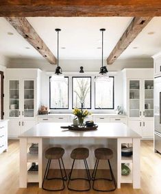 White kitchen is never a wrong idea. The elegance of white kitchens can always provide . Elegant White Kitchen Design Ideas for Modern Home Classic Kitchen, New Kitchen, Kitchen Decor, Kitchen Layout, Kitchen Ideas, Wooden Kitchen, Kitchen Lamps, Kitchen Inspiration, Kitchen Faucets