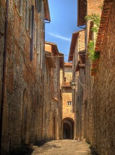 An alley in the medieval walled town of Gubbio, Italy | by Anguskirk