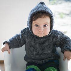 Super lækker anorak til de koldere dage. Hent den gratis strikkeopskrift og begiv dig ud i strikkekunsten. Opskriften er lavet til aldersgrupperne: 1/2 år, 1 år, 2 år og 4 år. Opskriften er strikket i den lækre Easy Care Big.