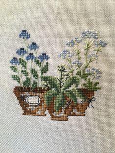 Easy Cross Stitch Patterns, Cross Stitch Borders, Cross Patterns, Cross Stitch Charts, Cross Stitching, Cross Stitch Embroidery, Hand Embroidery, Mini Cross Stitch, Simple Cross Stitch