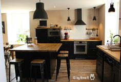 Ringing in the new decade with a new kitchen! Rustic Kitchen, New Kitchen, Kitchen Decor, Küchen Design, House Design, Scandinavian Style Home, Cocinas Kitchen, Kitchen Island With Seating, Sweet Home Alabama
