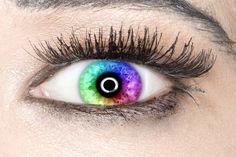 A v té chvíli jsem se podívala do zrcadla a moje oko bylo barevné