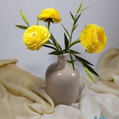 "53 aprecieri, 0 comentarii - Marianne (@marianneweddingdesign) pe Instagram: ""Ranunculus...!!!💕 #crepepaperflower #creppaper #creative #handmade #ranunculus #flowers #flori…"" Crepe Paper, My Flower, Ranunculus Flowers, Vase, Creative, Handmade, Instagram, Home Decor, Hand Made"