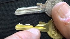How to make a bump key and how to use it on schlage door locks and dead bolts Check out PhonLab E-Campus, if you want to learn tons more about Phone repairs . Survival Tips, Survival Skills, Life Hacks Youtube, Smart Key, Home Repair, Doomsday Prepping, Bump, Diy And Crafts, Cool Stuff