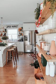 Kitchen Decor Ideas Holiday Home Tour: Rhiannon Lawsons Bohemian Farmhouse.Kitchen Decor Ideas Holiday Home Tour: Rhiannon Lawsons Bohemian Farmhouse Modern Farmhouse Kitchens, Cool Kitchens, Farmhouse Design, Farmhouse Decor, Kitchen Modern, Farmhouse Interior, Farmhouse Ideas, Updated Kitchen, Kitchen Interior