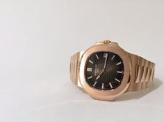 """The """"I-Want-Watch"""": This Patek Philippe Nautilus Ref. 5711 in Rose Gold with the light/dark brown gradated dial is calling your name! #kirkjewelers #miami #womw #wotd #wus #watchoftheday #horology #watchobsessed #watchcollecting #watchaddict #wristshot #watchesofinstagram #patek5711"""