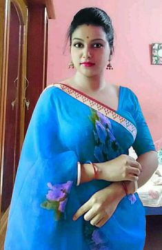 Beautiful Girl Indian, Beautiful World, Beautiful Housewife, Sexy Wife, Indian Beauty Saree, India Beauty, Loving U, Beauty Women, Sari