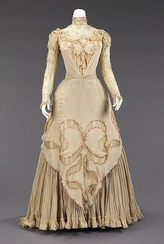 Herbert Luey Evening dress | Met Museum | ca. 1890 One of the cases where the back of the gown certainly exceeds the front. Such spectacular draping! This is what happens with proper fabric choice,...