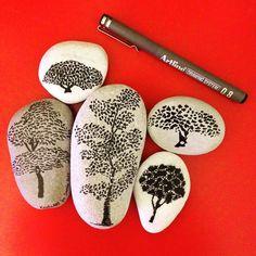 Tree pebble art                                                                                                                                                      Mais
