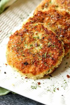 Old Fashioned Mashed Potato Cakes are crispy on the outside and creamy on the inside! This side dish is perfect for using up leftover mashed potatoes! Tapas Recipes, Easy Appetizer Recipes, Pork Recipes, Great Recipes, Skillet Recipes, Easter Recipes, Pizza Recipes, Recipies, Favorite Recipes