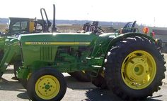 John Deere 950 Tractor Capacity: Key Facts Every Operator Should Know.In 1977 John Deere entered the compact tractor field.Starting with the 850 and the 27 hp John Deere Compact Tractors, John Deere Tractors, Utility Tractor, John Deere Equipment, Train Truck, Farm Boys, Old Tractors, Good Ole, Steam Engine