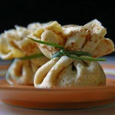 Fagottini di crepes con funghi zucca e taleggio Ravioli, Gourmet Recipes, Cooking Recipes, Dinner Party Recipes, Love Eat, Slow Food, Unique Recipes, Creative Food, Food Porn