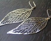 Everytime I go shopping for earrings I end up with 10 pairs that all look like this! Love leaf earrings!