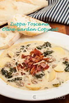 Zuppa Toscana (Olive Garden Copycat) - This was a MAJOR hit. Exactly like the restaurant, but even better! Copycat Recipes, Crockpot Recipes, Soup Recipes, Cooking Recipes, Olives, Olive Garden Zuppa Toscana, Pasta E Fagioli, Olive Gardens, How To Cook Sausage