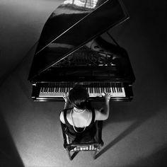 Piano by endegor @ deviantART #pianist