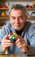 Erno Rubik (b 13 July the Hungarian engineer, inventor of the world famous Rubik's cube. The Rubik's Cube has been 40 years now. Heart Of Europe, Rubik's Cube, Thinking Day, Professor, Found Out, Best Funny Pictures, Inventions, Famous People, Engineering