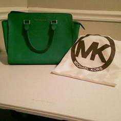Mk green selma Very Clean used once authentic KORS Michael Kors Bags