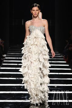 Tony Ward - Couture - Spring-summer 2011 - http://www.flip-zone.net/fashion/couture-1/independant-designers/tony-ward-2095