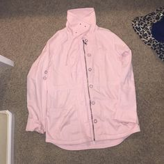 Billabong coat Lose fitting coat, looks great open and with leggings and will cover your bum. Fun to accessorize and great for spring! Billabong Jackets & Coats
