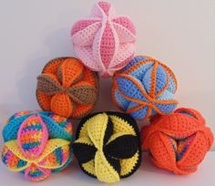 Amish Puzzle Balls. Pattern found on lookwhatimade.