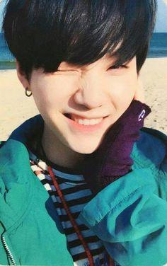 OHH MDSSS, Eu vou proteger essa foto com todas as minhas forças! Min Yoongi é o dono de um dos aegyos mais fofos :3