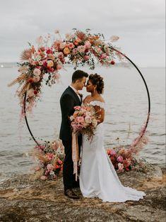 Circle Wedding Ceremonies, Wedding Altars, Outdoor Wedding Decorations, Wedding Ceremony Decorations, Fall Wedding Arches, Wedding Arch Flowers, Floral Wedding, Wedding Colors, Arch Wedding