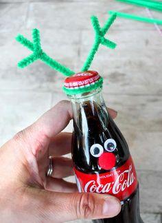 How to Make Coca-Cola Bottle Reindeer - Popsicle Blog Reindeer Christmas Gift, Coca Cola Christmas, Reindeer Craft, Christmas Ornament Crafts, Diy Christmas Tree, Christmas Ideas, Xmas, Coke, Coca Cola Bottles