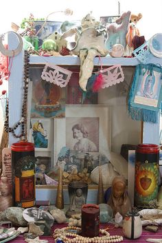 ♥ little altars - for more of Mexico, visit www.mainlymexican... #Mexico #Mexican #altar