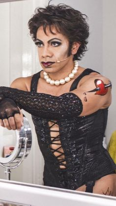 David Bedella as Frank n Furter Rocky Horror Show, The Rocky Horror Picture Show, Halloween Cosplay, Musical Theatre, Getting Old, Make Me Smile, Beautiful People, Musicals, Tim Curry