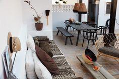 Ballingslöv på Mallorca - by Mija Kinning - Vardagsglädje Nordic Style, Scandinavian Style, Spanish House, Interior Decorating, Interior Design, Blog Deco, House Tours, Outdoor Spaces, Animal Print Rug
