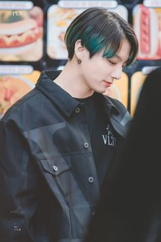 Find images and videos about bts, jungkook and jimin on We Heart It - the app to get lost in what you love. Foto Jungkook, Jungkook Lindo, Jungkook Oppa, Foto Bts, Jung Kook, Busan, 1. September, Rapper, Die Beatles