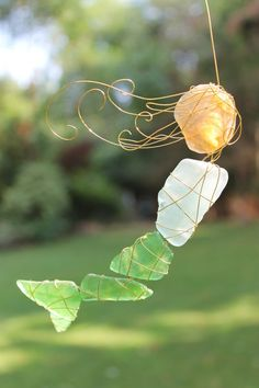 Another Glass Mermaid - GLASS CRAFTS Really cool sea glass and wire mermaid! You can hang her multiple ways.oh, think of all of the different things you could make! Want great tips and hints concerning arts and crafts? Sea Glass Crafts, Sea Glass Art, Shell Crafts, Sea Glass Jewelry, Stained Glass, How To Make Something, Mermaid Glass, Beach Crafts, Summer Crafts