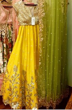 Bridal Lehenga Color Combinations Beautiful Ideas For 2019 Indian Wedding Outfits, Pakistani Outfits, Indian Outfits, Pakistani Mehndi, Pakistani Bridal, Red Lehenga, Lehenga Choli, Anarkali, Yellow Lehenga