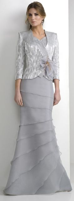 Grey trumpet layers skirt silver coat