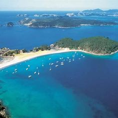 Sailing around the Bay of Islands New Zealand - WOW! http://www.homeaway.co.nz
