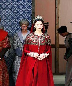 kosem sultan send her regards Turkish Fashion, Turkish Beauty, Medieval Fashion, Medieval Dress, Kaftan, Kosem Sultan, Royal Dresses, Queen Dress, Pakistani Dresses