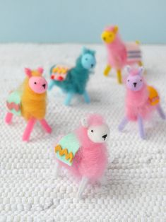 Make your own pipe cleaner & wool llamas Crafts For Teens To Make, Kids Crafts, Easy Crafts, Diy And Crafts, Kids Diy, Fun Crafts To Do, Handmade Crafts, Diy Craft Projects, Craft Tutorials