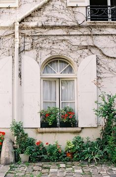 Vanessa Jackman: Weekend Life- Postcards from Paris Beautiful Space, Beautiful Homes, Vanessa Jackman, French Architecture, Backyard Paradise, Space Place, Breath Of Fresh Air, Over The Rainbow, Spanish Style
